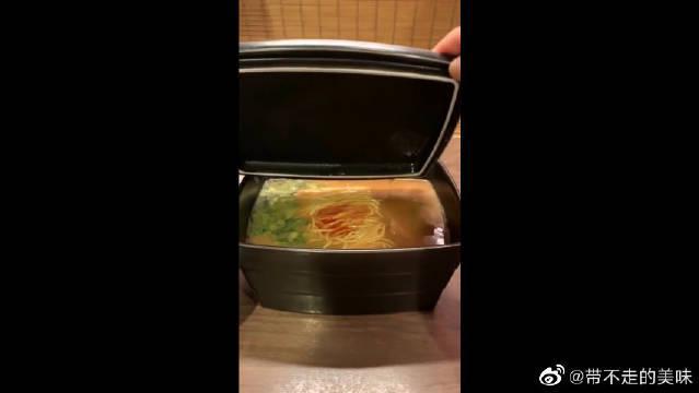 饭端上来后心里发怵,不太能接受方形的碗,特别还是带个盖子的!