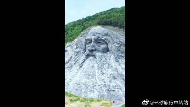 伏羲摩崖石刻,以山体为基,人工雕刻,高约70.5米,长约230米……