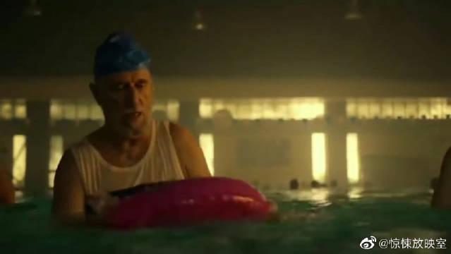 泳池被诅咒,瞬间结冰,里面的人惨了,冰雕的由来