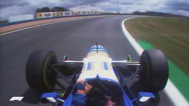 1996法国站排位赛,维伦纽夫在排位赛中冲出了赛道……
