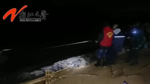 台州玉环:台风天党员干部紧急救援一名被困渔民