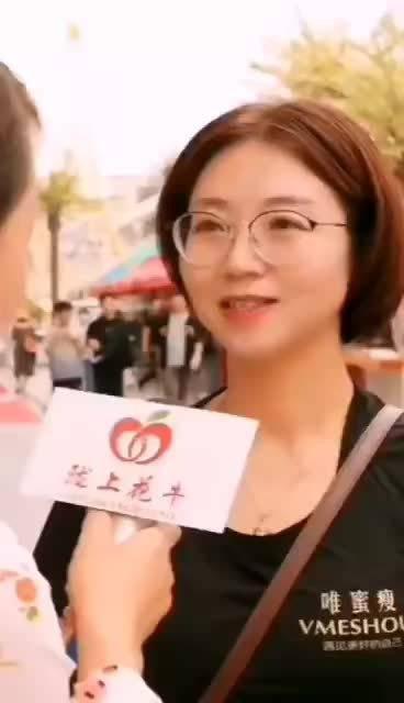 甘肃本土特产: 小姐姐:…苹果味很浓郁…挺清爽的… ……