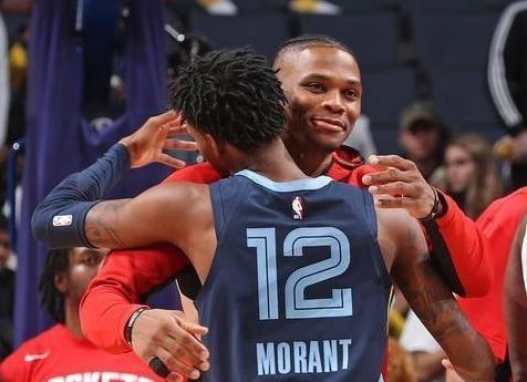 """""""小威少""""莫兰特状态不错,他18中10砍下了25分,还有9个篮板9次助攻,然而却难救主。"""