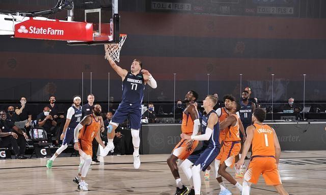 东契奇在22岁之前,已经5次得到至少40分5篮板10助攻,排名历史第一位