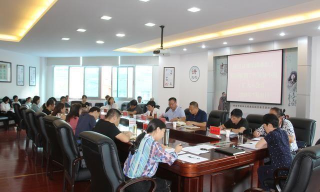 吕梁县召开城镇职工脱困指导小组(扩大)会议