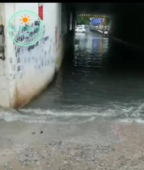 扩散!今天下午,陆川遭暴雨袭击,部分路段被水淹没