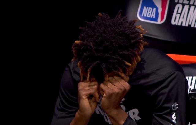 16分钟16+6!NBA天才球员左膝再伤,队友抹泪