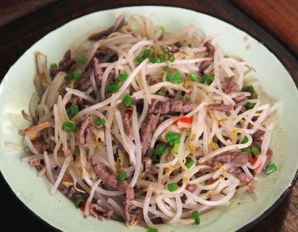 辣皮子烧排骨,蔬菜鱼肉粥,豆芽炒牛肉,火腿玉米浓汤