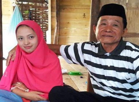 62岁老翁娶18岁女友当老婆,还说是真爱,这是爱的有多深?