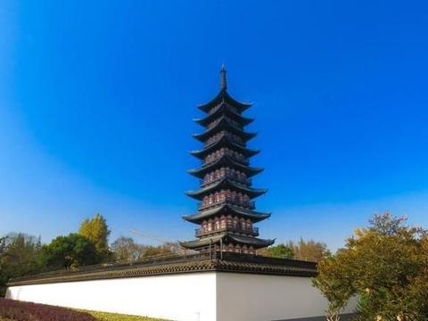 上海五大古典园林之一,是上海最古老的揽胜之一,有大型砖刻浮雕
