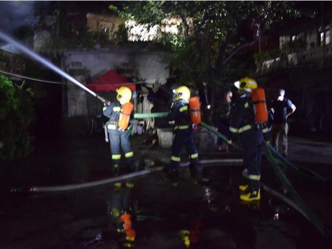 六盘水 六枝特区那固坝凌晨房屋起火