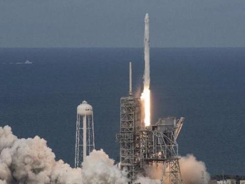 创造历史,Space X龙飞船成功返回地球,开创航天新纪元