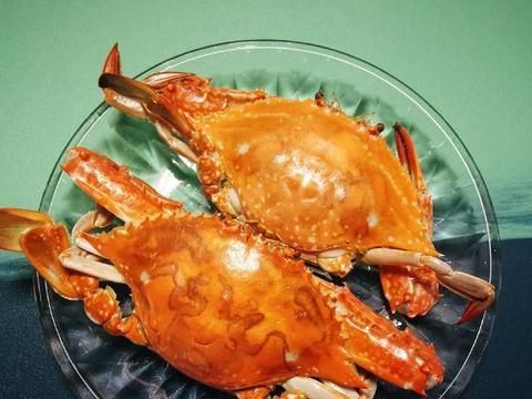 买了几只梭子蟹,简单清蒸一下,蘸了姜醋汁儿,太鲜美了