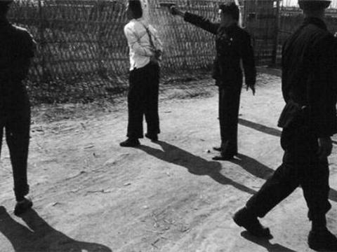 陕西农民为573元,连害48人,分尸后藏在自家地窖,死前大喊7个字