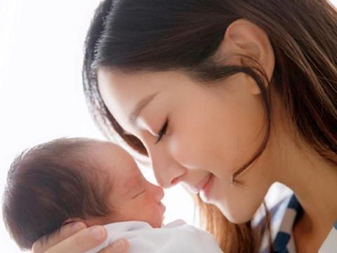 陈凯琳二胎生子,产后身材恢复很好,相差22岁也能拥有幸福