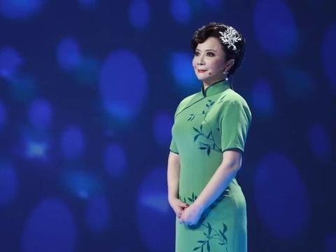 她曾是春晚钉子户,潘成江让她真正大红大紫,今57岁生活幸福!