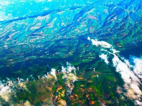 云贵高原夏日荷花、山峰组成的石林、壮观秀美峡谷,给你别样风光