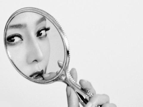 范冰冰再登时尚杂志,只在镜中露脸太别致,路人口碑仍难逆转?