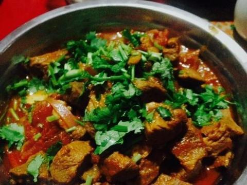美食精选:番茄炖牛肉、秘制红烧带鱼、干豆腐丝、豆芽菠菜拌粉丝
