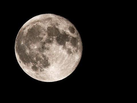 """月球背面有""""金字塔""""?看看嫦娥四号拍的照片就知道了,假的!"""