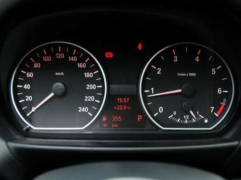 开自动挡车时的几大问题,如果不改正,伤害汽车寿命还油耗高
