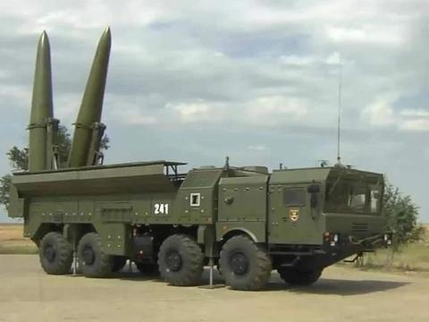 美国疯狂围堵,看看俄罗斯怎么干的:总统一声号令,15万大军就位
