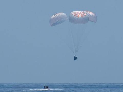 Space X龙飞船成功返回地球,未来会对中国航天商业形成打击吗?