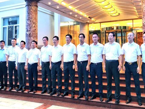 董卫民书记和吴锦市长亲切接见上海市黄石商会回乡企业家