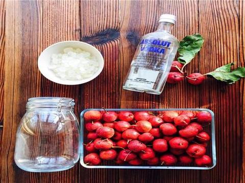 8月山楂熟了,教你在家做山楂酒,消食开胃,营养又美味,收藏了