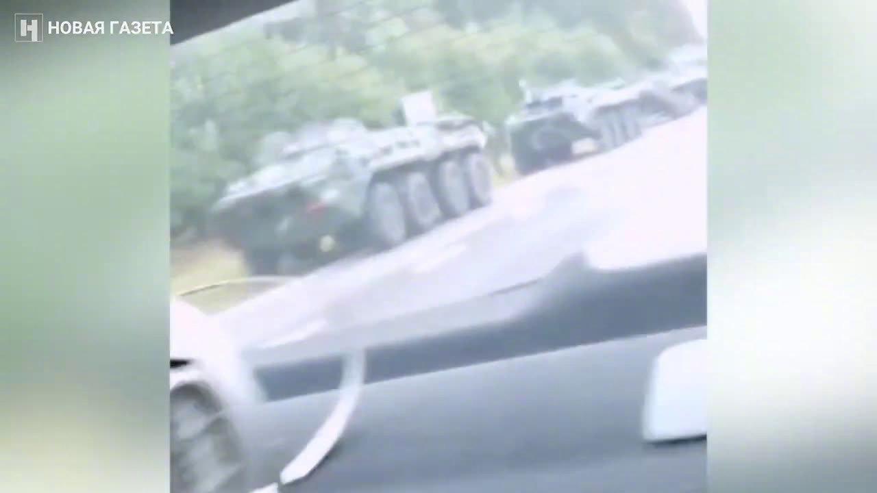 白俄罗斯装甲车正在向俄罗斯边界移动