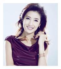 著名主持徐春妮,和郭德纲传绯闻惨遭家暴,今42岁被宠成公主