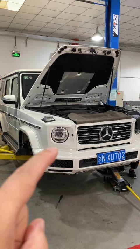 视频:奔驰G63这一套原厂自适应悬挂正在安装中……