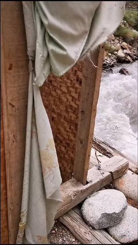 来体验一下云南怒江大峡谷的厕所……