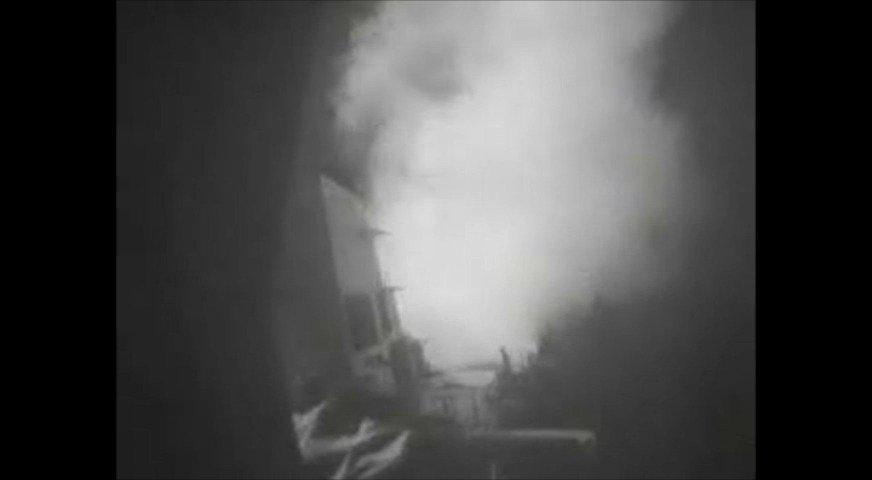 (2016年10月13日)导弹驱逐舰尼采号(DDG 94)对也门红海沿岸胡