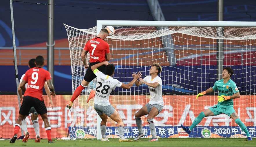 上港4-0大胜力压国安排第一