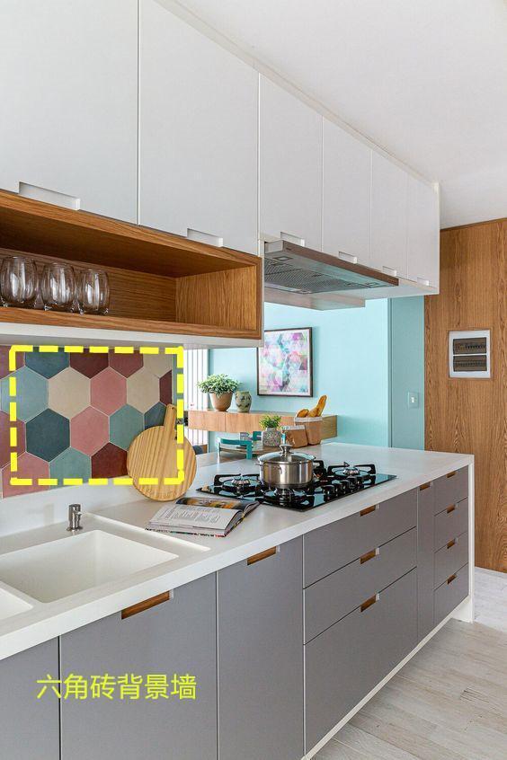 越来越多人厨房背景墙这 样做,6种样式随便照着哪一种,美得很