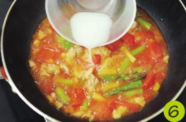 天热没食欲,试试这样做茄汁烩饭,酸甜开胃,一锅米饭都不够吃