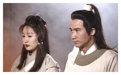 杨过抢亲,小龙女毫不犹豫跟着他走,为何陆展元却要护着何沅君?
