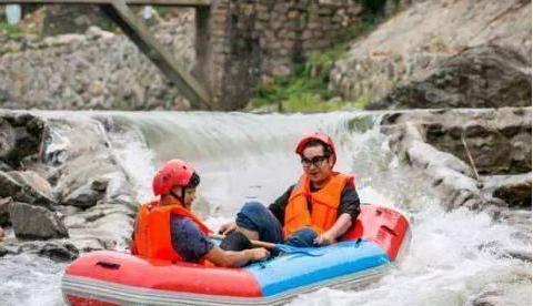 女游客玩漂流丢了鞋,下水找鞋意外丢了命,追寻刺激别忘先保住命