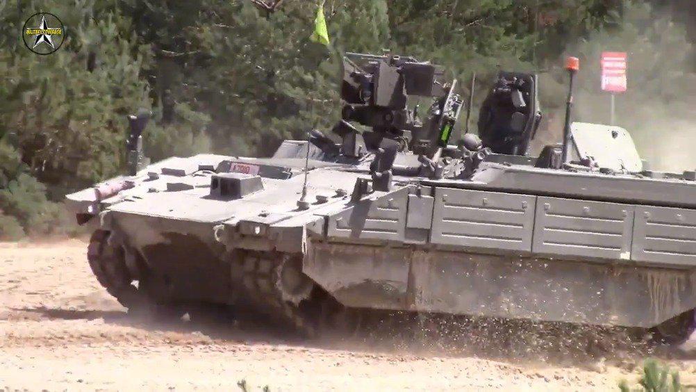 """英国陆军接收AJAX车族第一批""""战神""""装甲车"""