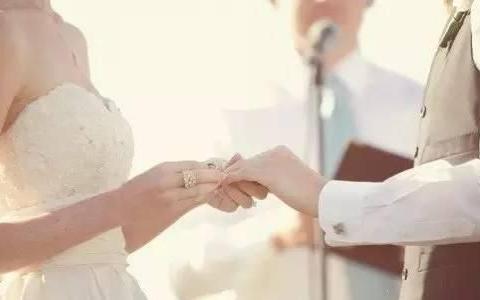 丈夫让妻子卖陪嫁房换二套房,并拿十万嫁妆装修,妻子:房没我名