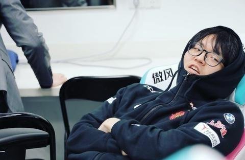 VG小乐妍深夜与Jiejie互动,iBoy对峙老东家EDG