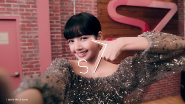 """表白Lisa,从《青春有你》就超喜欢她""""she is so cute~~"""""""