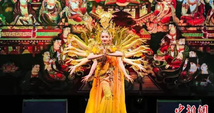 兰州黄河之滨展百场演出,涵盖敦煌舞等多种艺术