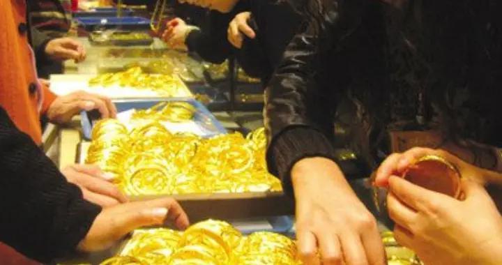男子专柜买金手镯,回家后发现不是纯金的,商家:无法退货