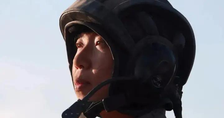 """又美又飒!开坦克的""""花木兰"""",男兵连的女指导员"""