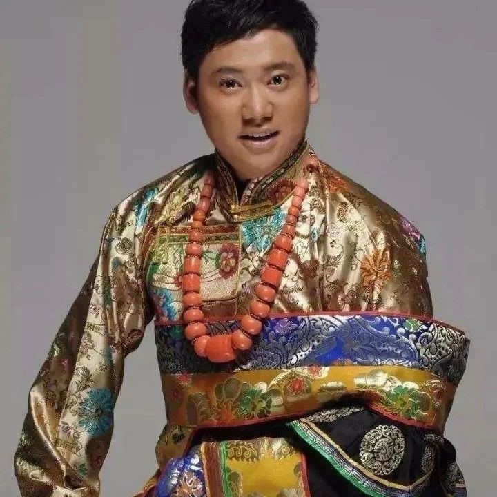 """""""藏族男高音""""泽旺多吉作曲并演唱《阿爸的身影》,这是要全面发展的节奏呀!"""