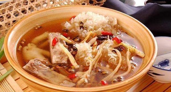 为了揭开红参鉴别的秘密,这样精选的红参煮鸡汤,简单,营养丰富