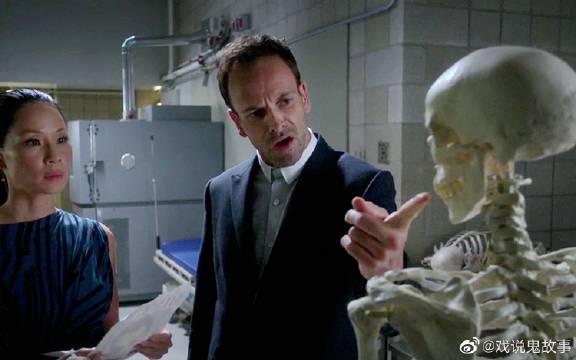《基本演绎法》变态医生杀害娇妻……