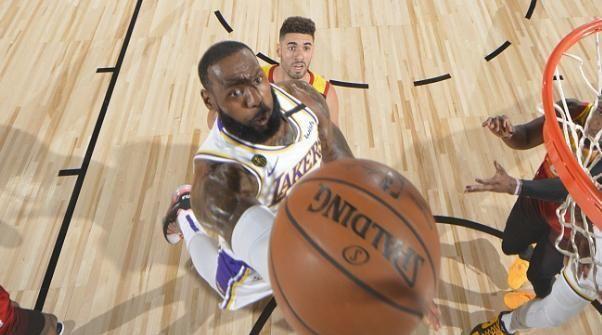 NBA常规赛的比赛继续进行,湖人对阵爵士的比赛打响